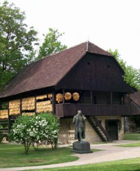 Etnološko ohranjena stara vas v Kumrovcu