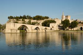 Papeški Avignon ob reki Roni